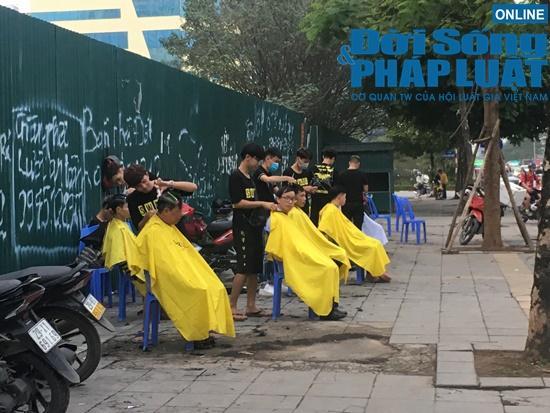 Những nụ cười rạng rỡ tại 'tiệm cắt tóc 0 đồng' đặc biệt của nhóm thanh niên trẻ giữa lòng Hà Nội Ảnh 3