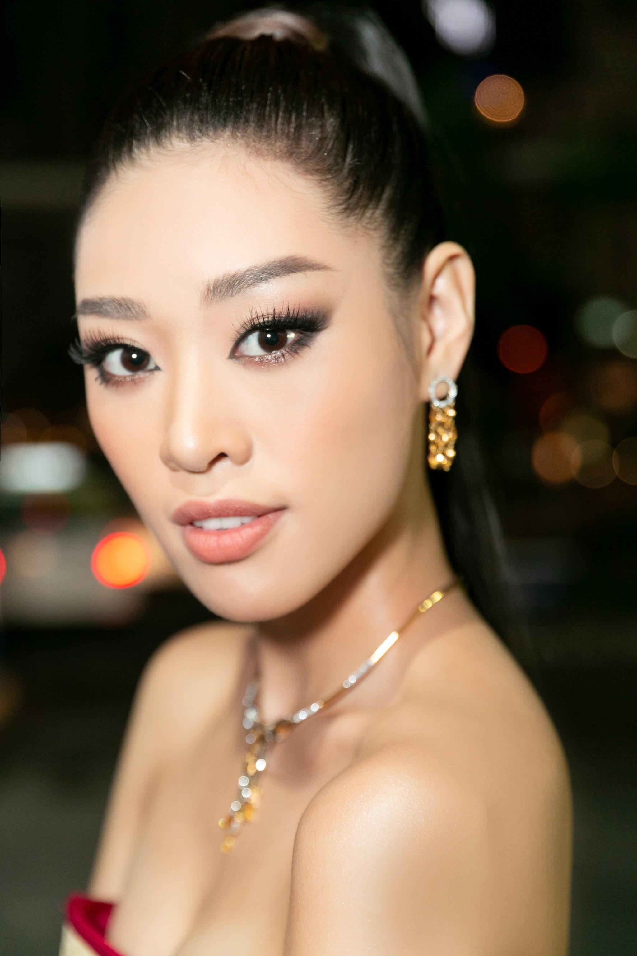 Hoa hậu Khánh Vân mang cả 'làng chiếu cói' lên thảm đỏ Ảnh 1