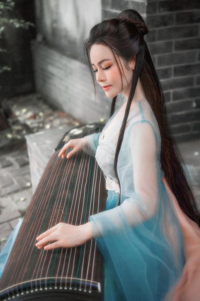 Hé lộ 'bí mật' về 12 bộ váy áo tiên nữ gợi cảm nhưng thanh tao của Nhật Kim Anh Ảnh 9