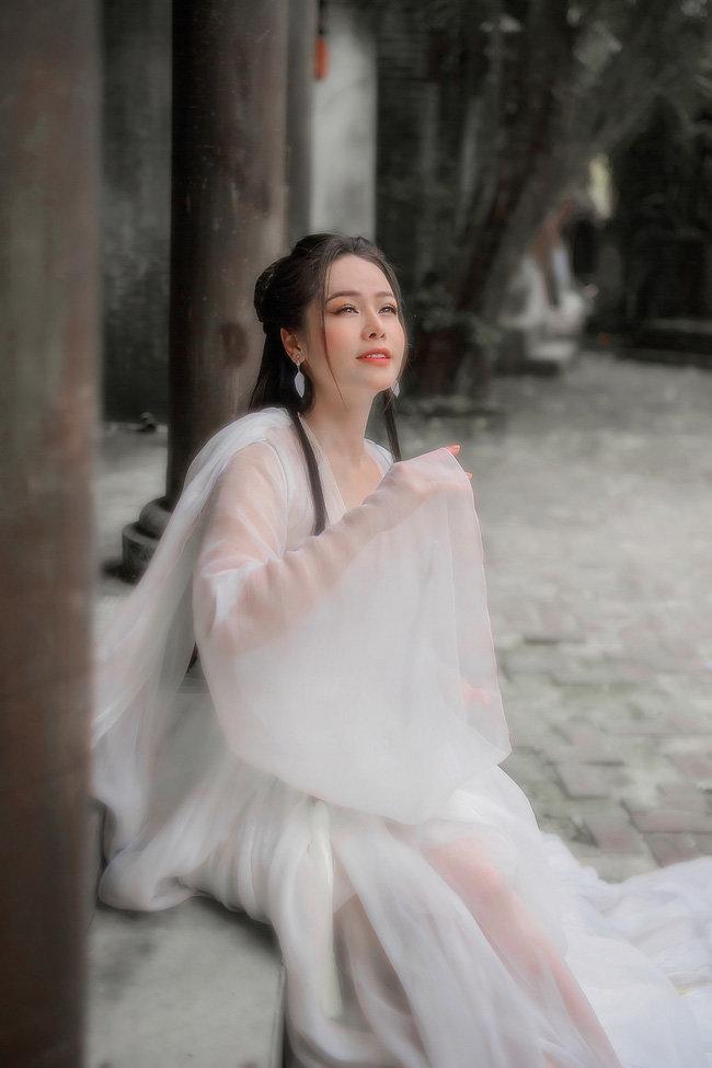Hé lộ 'bí mật' về 12 bộ váy áo tiên nữ gợi cảm nhưng thanh tao của Nhật Kim Anh Ảnh 8