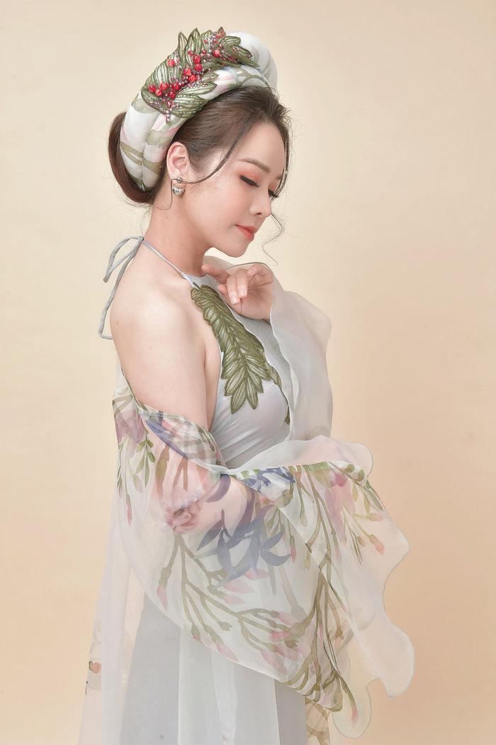 Hé lộ 'bí mật' về 12 bộ váy áo tiên nữ gợi cảm nhưng thanh tao của Nhật Kim Anh Ảnh 10
