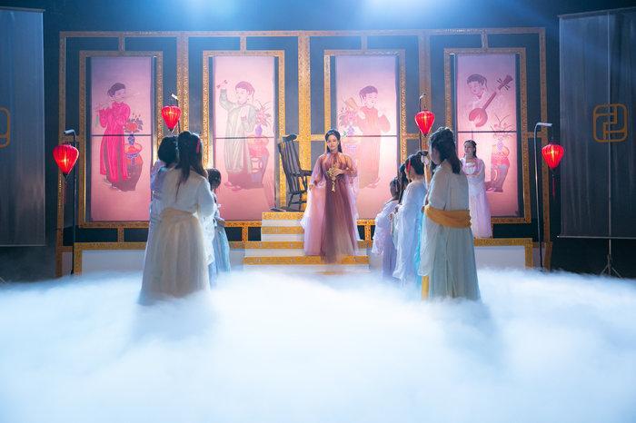 Hé lộ 'bí mật' về 12 bộ váy áo tiên nữ gợi cảm nhưng thanh tao của Nhật Kim Anh Ảnh 2