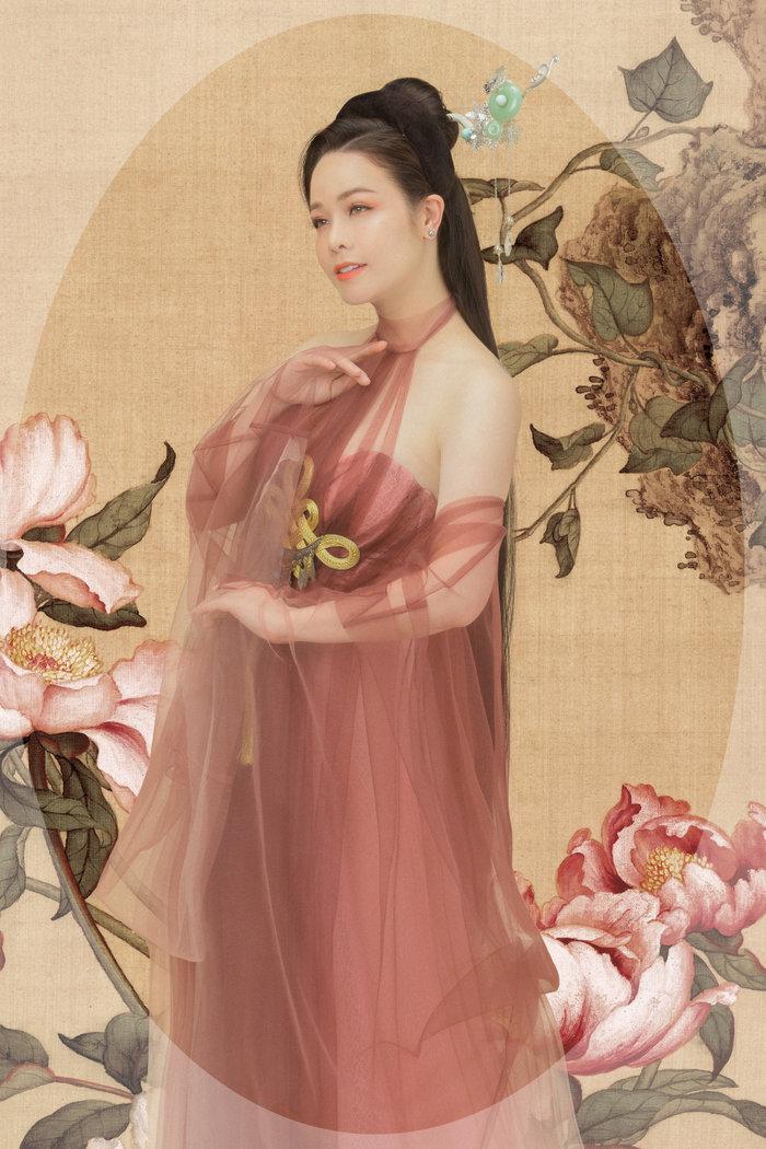 Hé lộ 'bí mật' về 12 bộ váy áo tiên nữ gợi cảm nhưng thanh tao của Nhật Kim Anh Ảnh 7