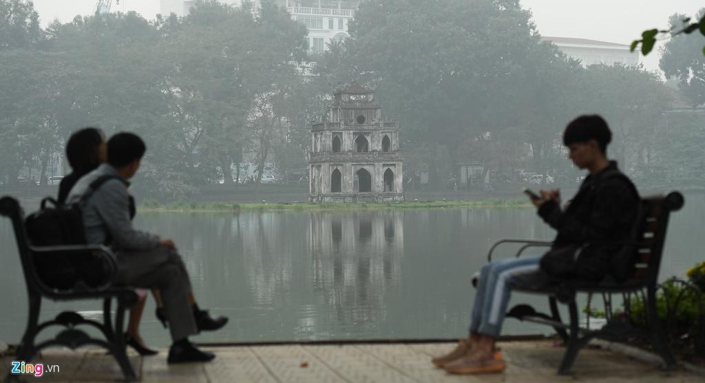 Hà Nội chìm trong sương mù cả ngày lẫn đêm Ảnh 5