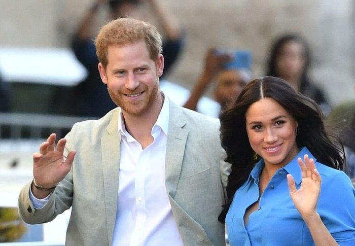 Rời khỏi nhà chồng, Meghan Markle lần đầu xuất hiện với trang phục không đạt tiêu chuẩn hoàng gia Ảnh 1