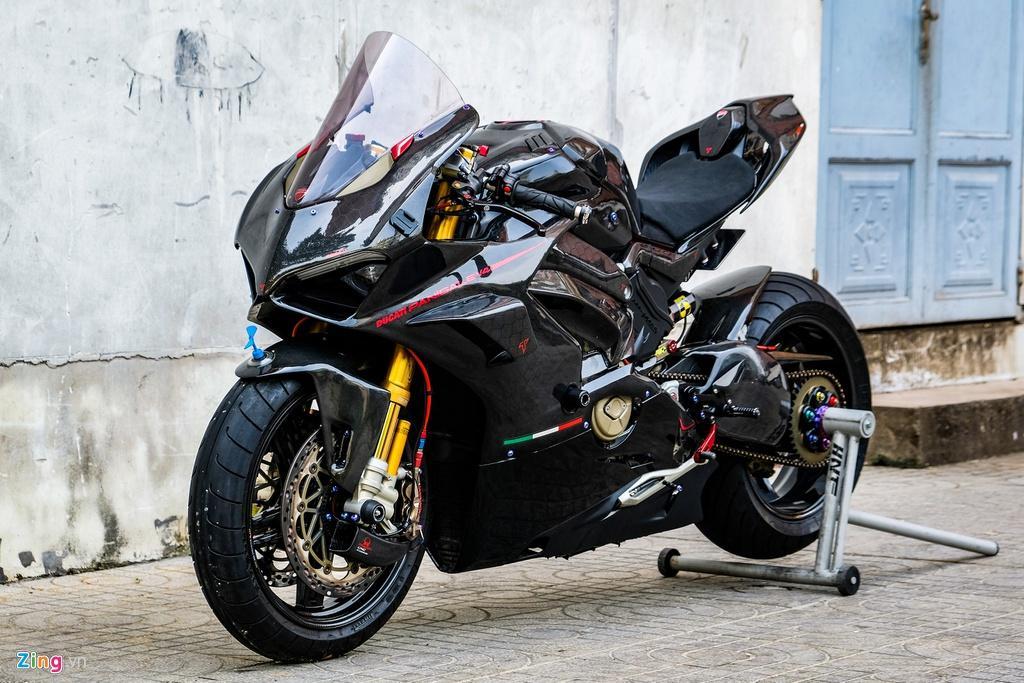 Ducati Panigale V4 với gói độ xe đua tiền tỷ tại TP.HCM Ảnh 1
