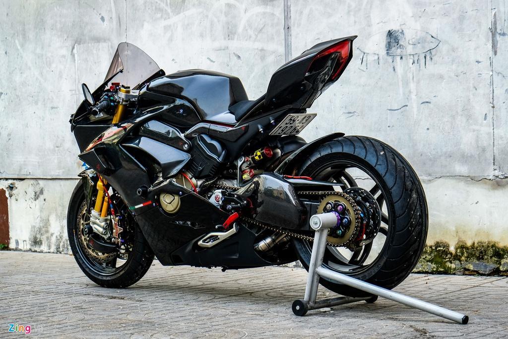 Ducati Panigale V4 với gói độ xe đua tiền tỷ tại TP.HCM Ảnh 2