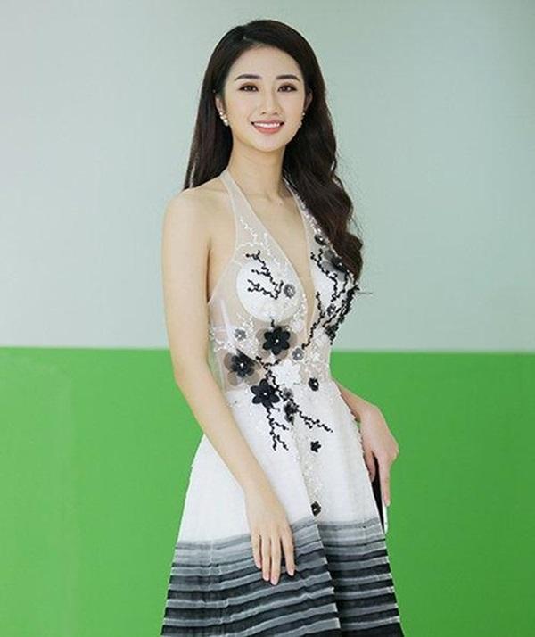 Minh Hằng, Angela Phương Trinh mất điểm vì miếng mút che ngực kém duyên Ảnh 13