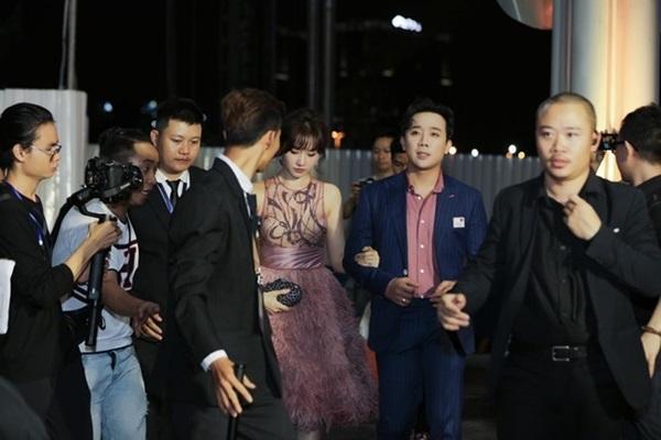 Minh Hằng, Angela Phương Trinh mất điểm vì miếng mút che ngực kém duyên Ảnh 3