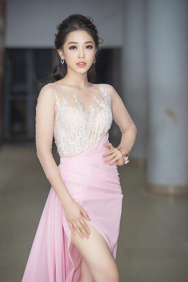 Minh Hằng, Angela Phương Trinh mất điểm vì miếng mút che ngực kém duyên Ảnh 16
