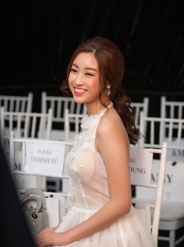 Minh Hằng, Angela Phương Trinh mất điểm vì miếng mút che ngực kém duyên Ảnh 11