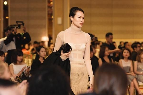Minh Hằng, Angela Phương Trinh mất điểm vì miếng mút che ngực kém duyên Ảnh 17