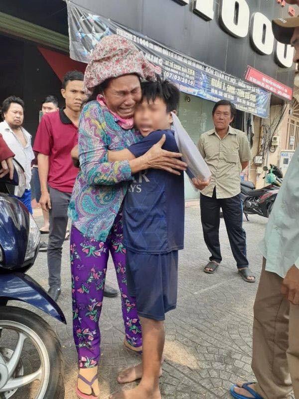 Điều kỳ diệu cuối năm, bà mẹ bán vé số đã tìm được con trai sau hơn 1 năm đi lạc Ảnh 3