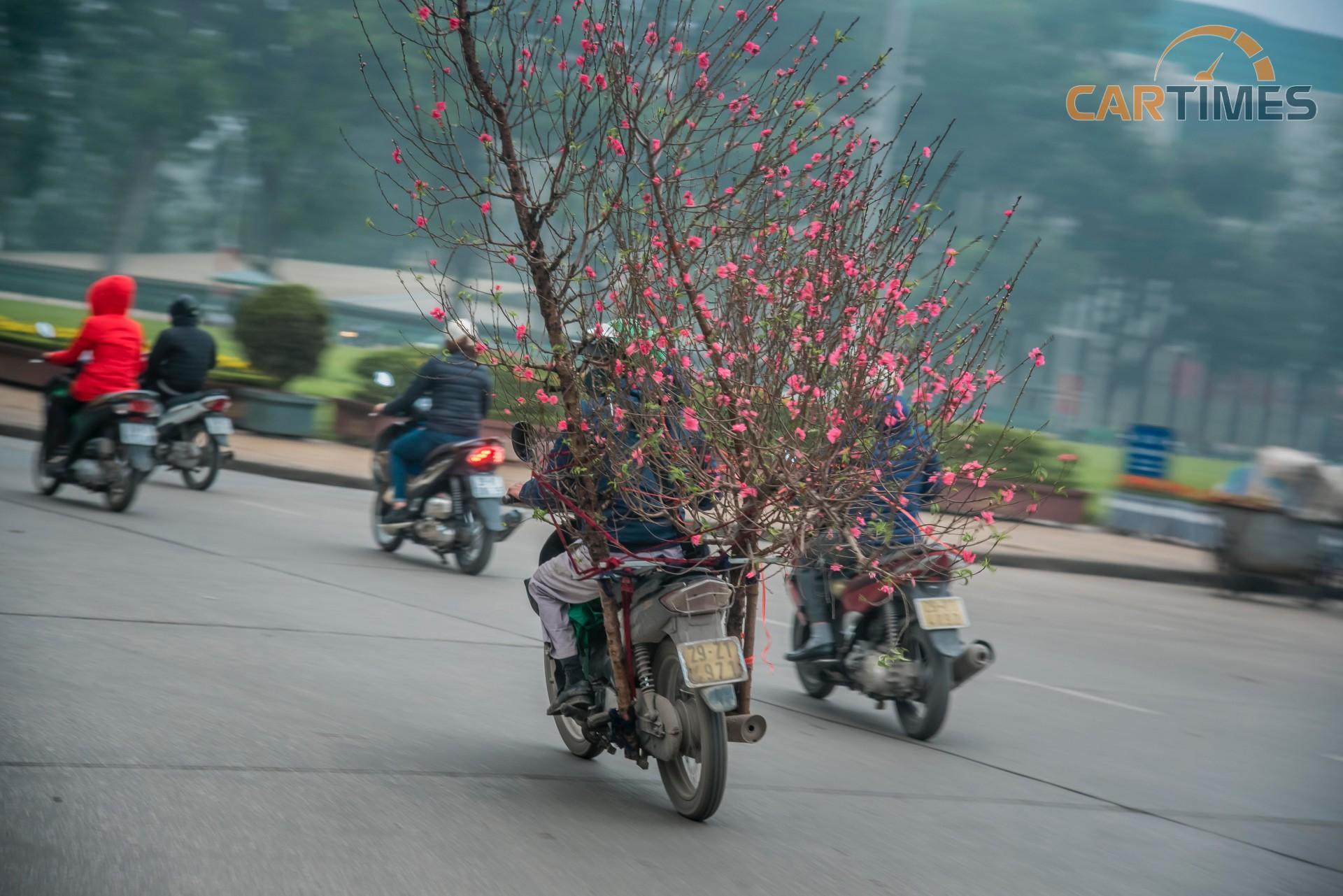 Chùm ảnh: Xuân về len lỏi trên những chiếc xe nhiều sắc màu Ảnh 24