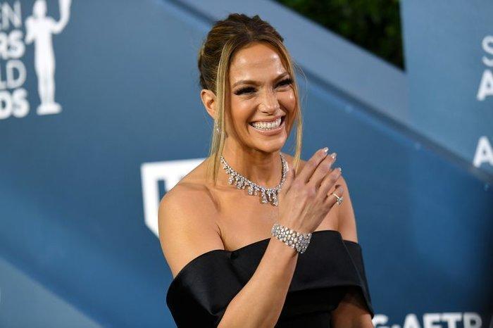 Hoảng hồn với bộ trang sức hơn 200 tỷ VNĐ của Jennifer Lopez tại lễ trao giải SAG Awards Ảnh 1