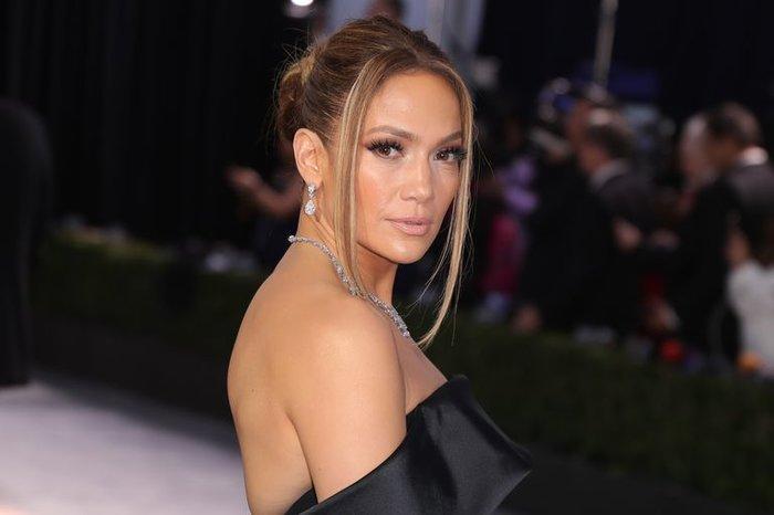 Hoảng hồn với bộ trang sức hơn 200 tỷ VNĐ của Jennifer Lopez tại lễ trao giải SAG Awards Ảnh 2