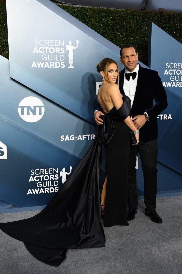 Hoảng hồn với bộ trang sức hơn 200 tỷ VNĐ của Jennifer Lopez tại lễ trao giải SAG Awards Ảnh 4