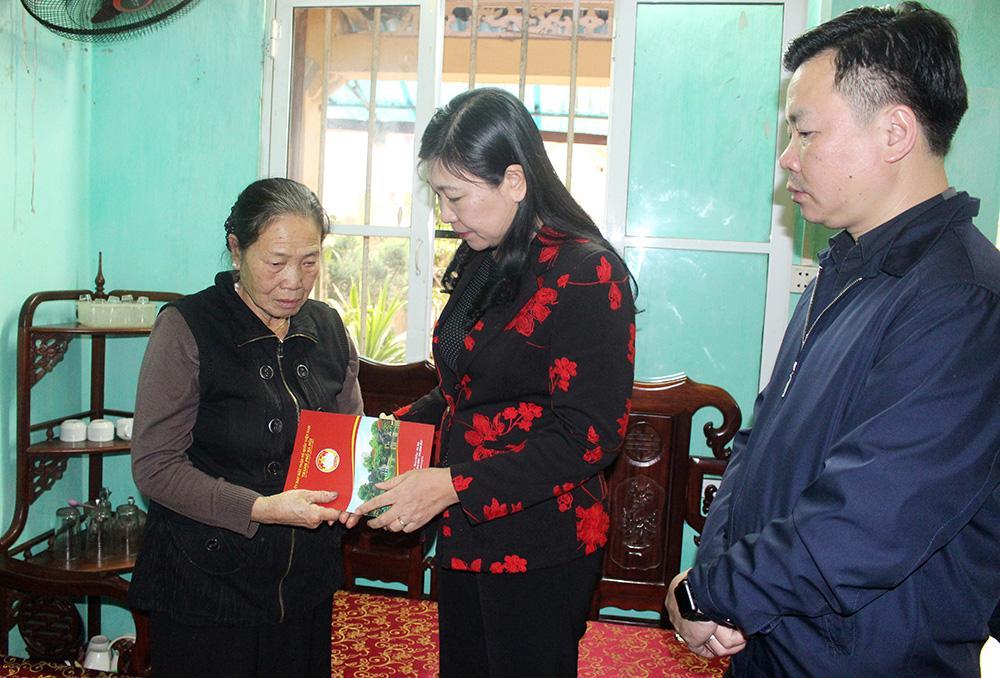 Mặt trận Hà Nội thăm gia đình các Liệt sĩ hy sinh tại Đồng Tâm Ảnh 2