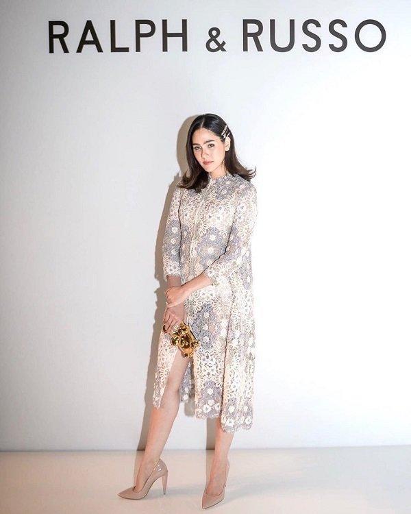 'Phạm Băng Băng' xứ Thái mô phỏng gu thời trang của Karl Lagerfeld tại Paris Fashion Week Ảnh 8