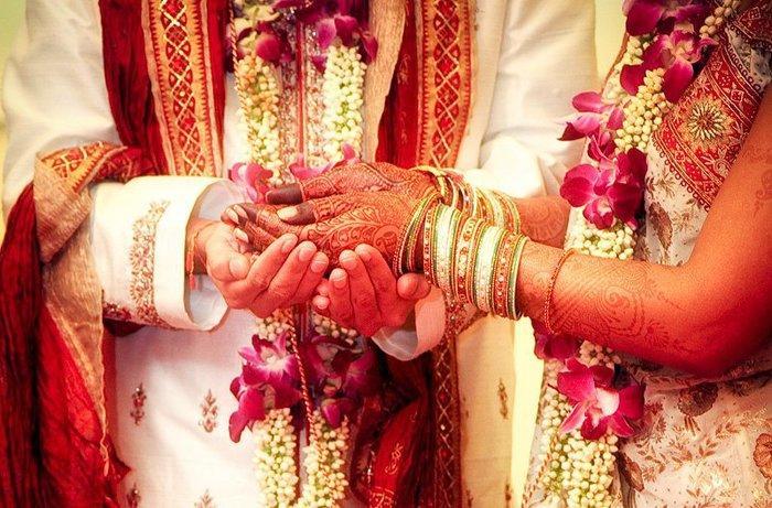 'Chết lặng' trước lễ cưới khi biết tin mẹ cô dâu và bố chủ rể đã bỏ trốn cùng nhau Ảnh 1