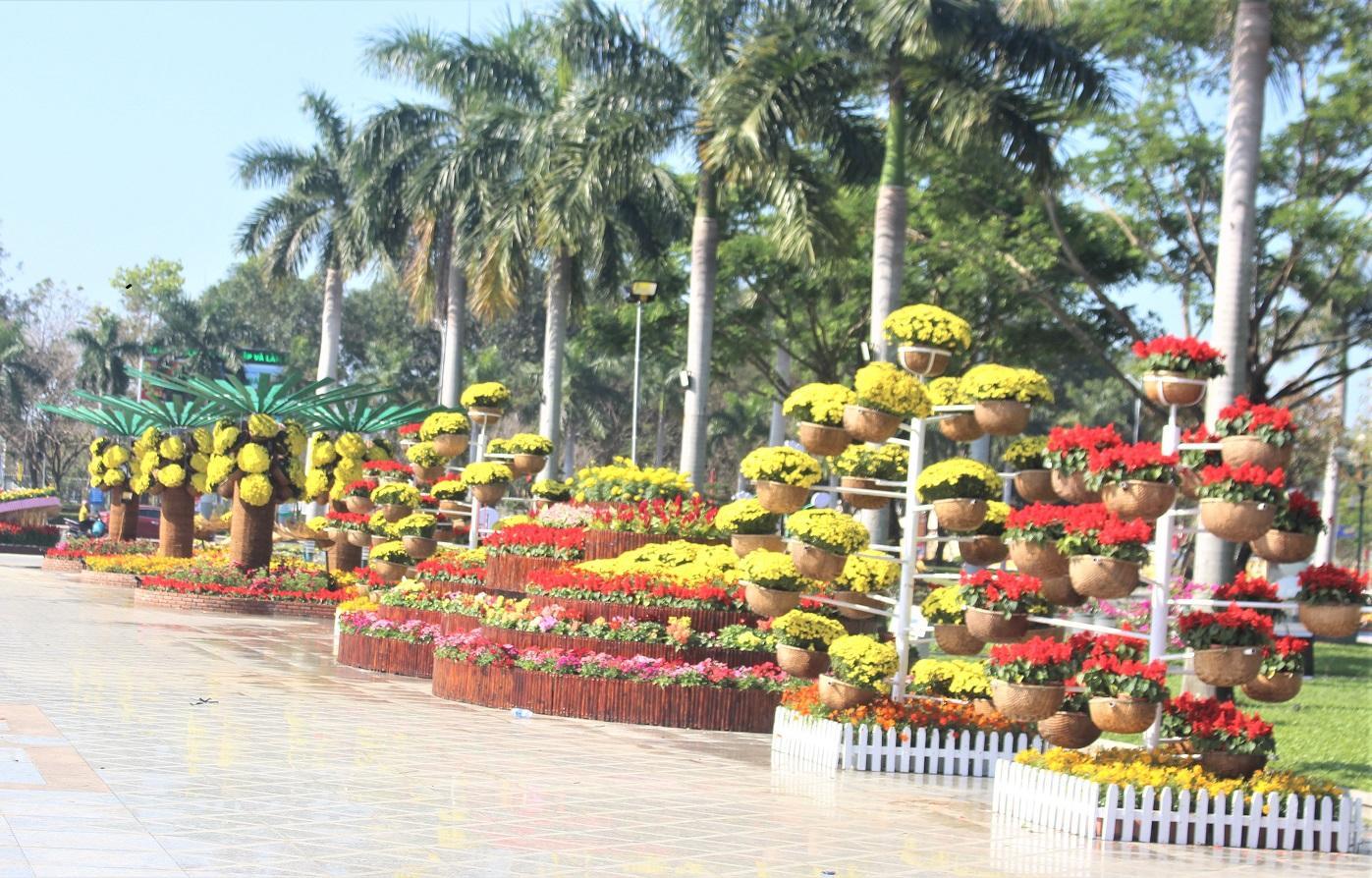 Quảng Nam: Quảng trường 24-3 rực rỡ trước Tết Canh Tý 2020 Ảnh 6