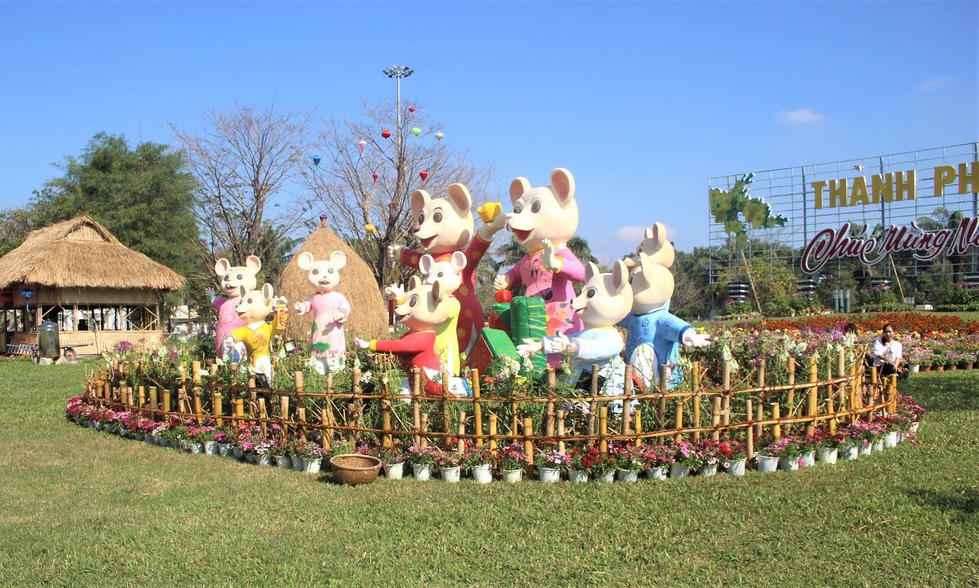 Quảng Nam: Quảng trường 24-3 rực rỡ trước Tết Canh Tý 2020 Ảnh 4
