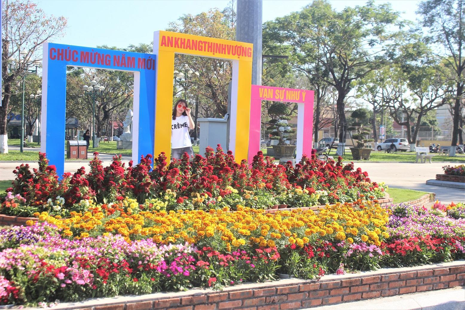 Quảng Nam: Quảng trường 24-3 rực rỡ trước Tết Canh Tý 2020 Ảnh 1