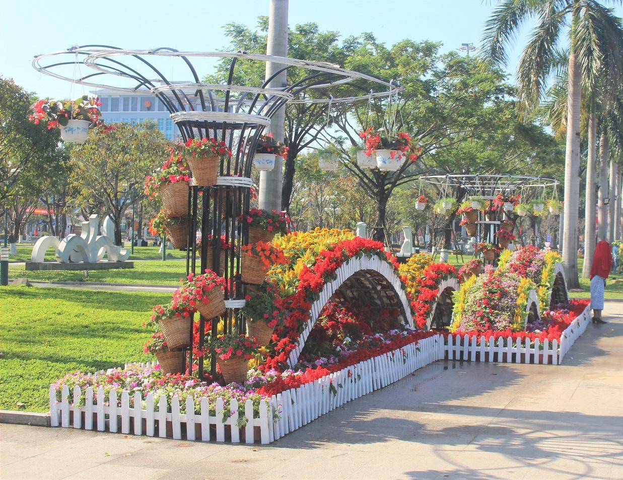 Quảng Nam: Quảng trường 24-3 rực rỡ trước Tết Canh Tý 2020 Ảnh 9