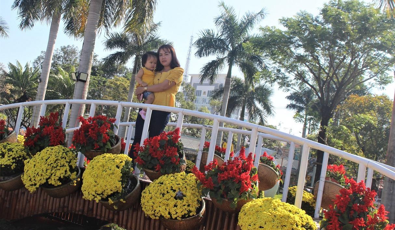 Quảng Nam: Quảng trường 24-3 rực rỡ trước Tết Canh Tý 2020 Ảnh 2