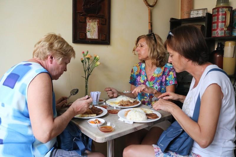 Đoàn khách Ba Lan trải nghiệm tour 'Biệt động Sài Gòn' Ảnh 5