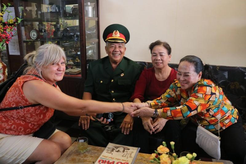 Đoàn khách Ba Lan trải nghiệm tour 'Biệt động Sài Gòn' Ảnh 4