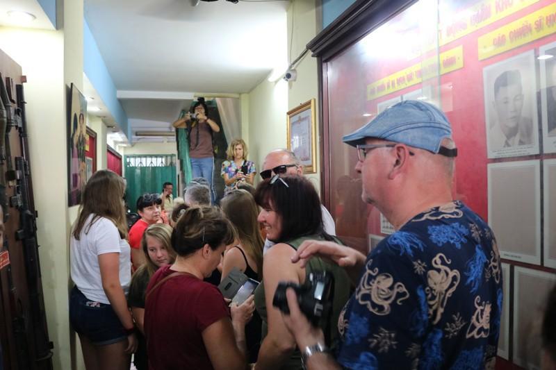 Đoàn khách Ba Lan trải nghiệm tour 'Biệt động Sài Gòn' Ảnh 2