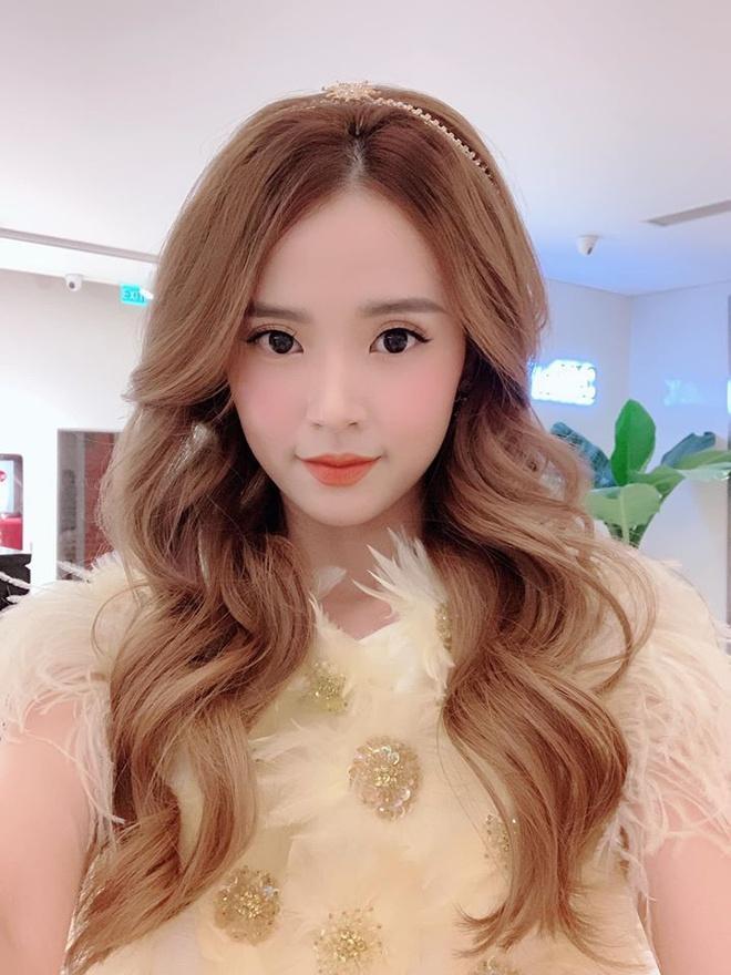 Midu, Hari Won và nhiều sao Việt sắm đồ hiệu diện Tết Ảnh 5