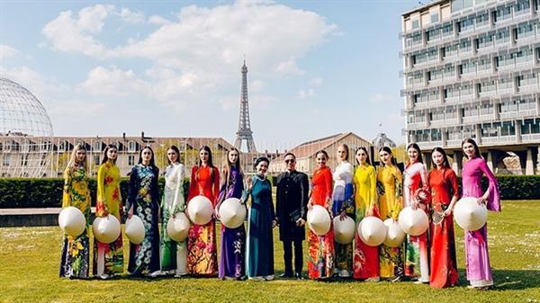 Một năm bận rộn quảng bá áo dài Việt Ảnh 1