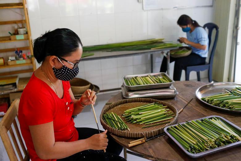 Ống hút làm từ cỏ của chàng trai Việt được báo Anh khen ngợi Ảnh 7