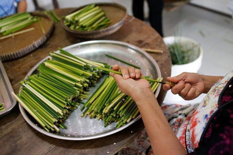 Ống hút làm từ cỏ của chàng trai Việt được báo Anh khen ngợi Ảnh 8