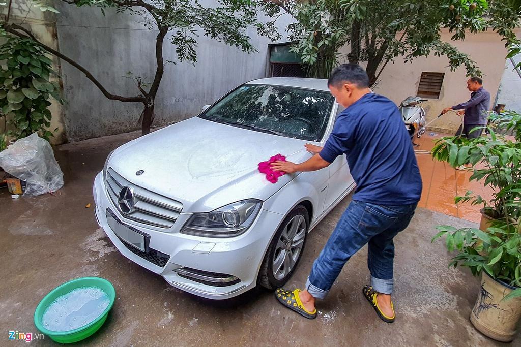 Giá rửa xe ngày Tết: Ô tô tăng 4 lần, xe máy gấp 3 vẫn đông nghịt khách Ảnh 1