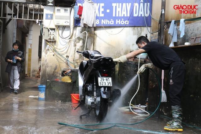 Giá rửa xe ngày Tết: Ô tô tăng 4 lần, xe máy gấp 3 vẫn đông nghịt khách Ảnh 2