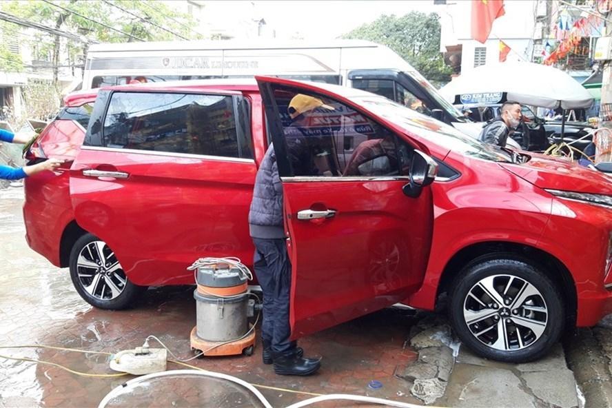 Giá rửa xe ngày Tết: Ô tô tăng 4 lần, xe máy gấp 3 vẫn đông nghịt khách Ảnh 3