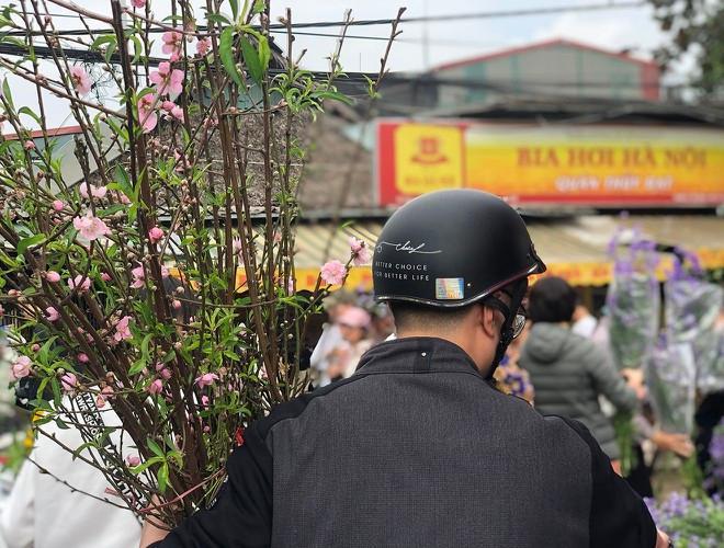 Nhộn nhịp chợ hoa Quảng An ngày cuối năm trong mưa lạnh Ảnh 23