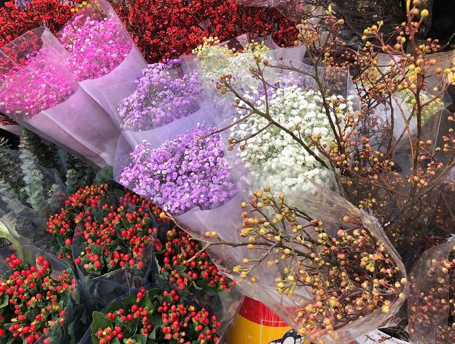 Nhộn nhịp chợ hoa Quảng An ngày cuối năm trong mưa lạnh Ảnh 12