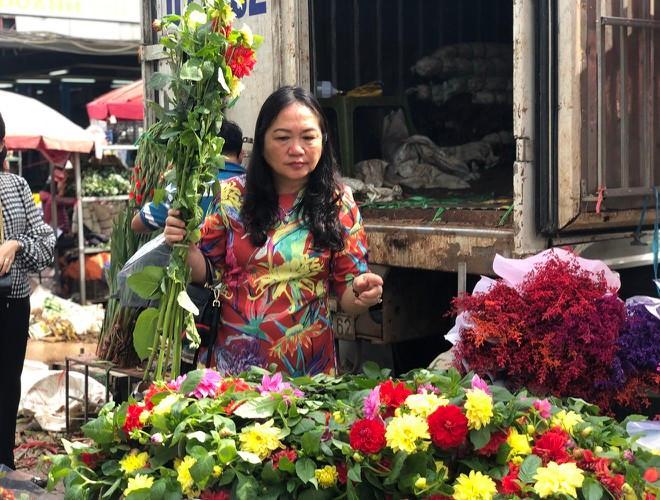 Nhộn nhịp chợ hoa Quảng An ngày cuối năm trong mưa lạnh Ảnh 20