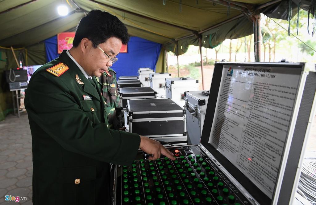 Trận địa pháo hoa trước giờ khai hỏa ở Hà Nội Ảnh 6