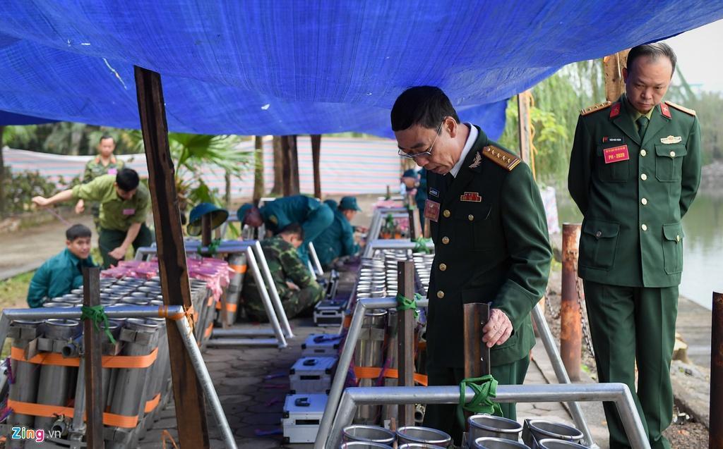 Trận địa pháo hoa trước giờ khai hỏa ở Hà Nội Ảnh 8