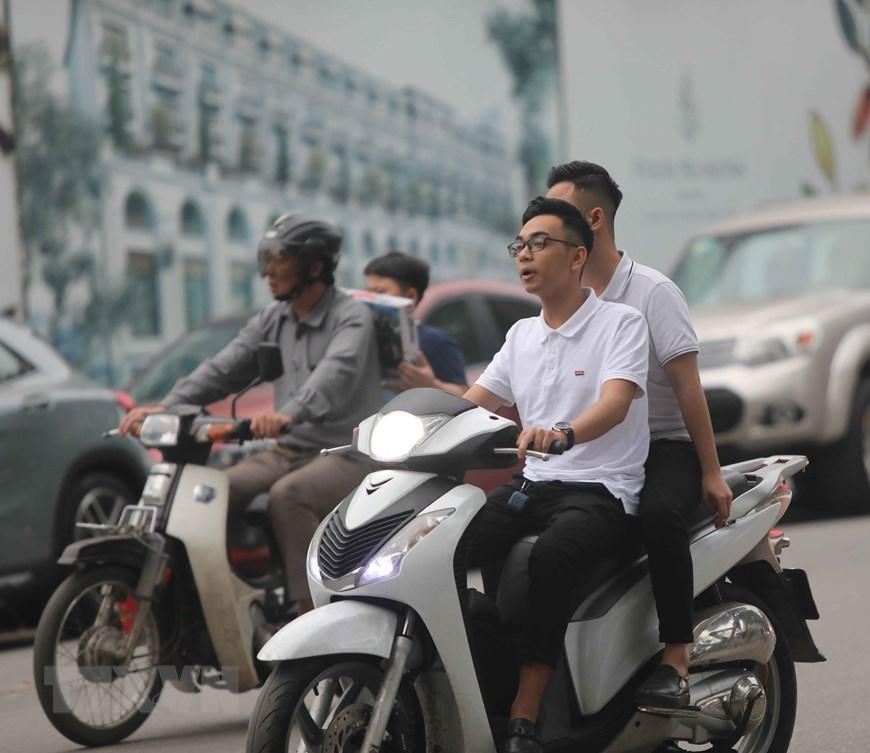 Hà Nội: Nhiều người dân không đội mũ bảo hiểm khi tham gia giao thông Ảnh 2