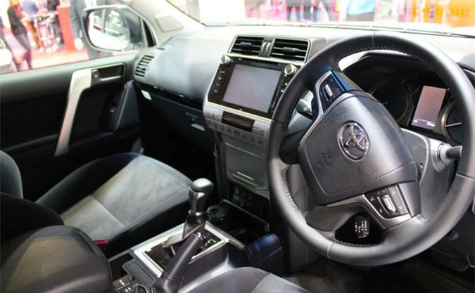 Chi tiết Toyota Land Cruiser Commercial, giá gần 1 tỷ đồng Ảnh 2