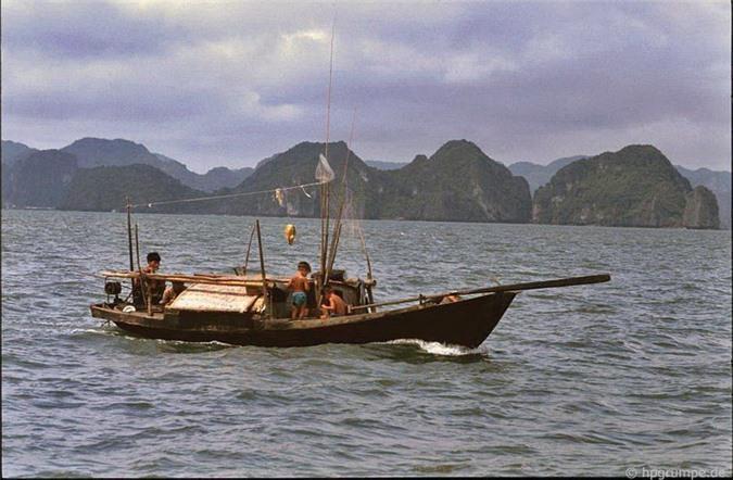 Kho ảnh khổng lồ về Việt Nam 1991-1993: Thiên đường Hạ Long Ảnh 15