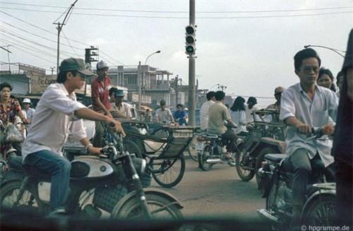 Kho ảnh khổng lồ về Việt Nam 1991-1993: Giao thông Sài Gòn Ảnh 6