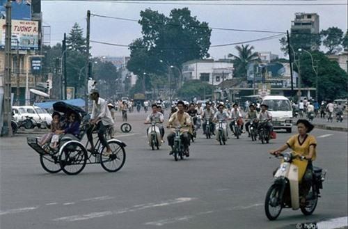 Kho ảnh khổng lồ về Việt Nam 1991-1993: Giao thông Sài Gòn Ảnh 2