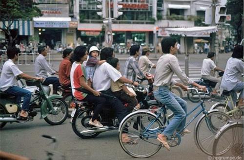 Kho ảnh khổng lồ về Việt Nam 1991-1993: Giao thông Sài Gòn Ảnh 12